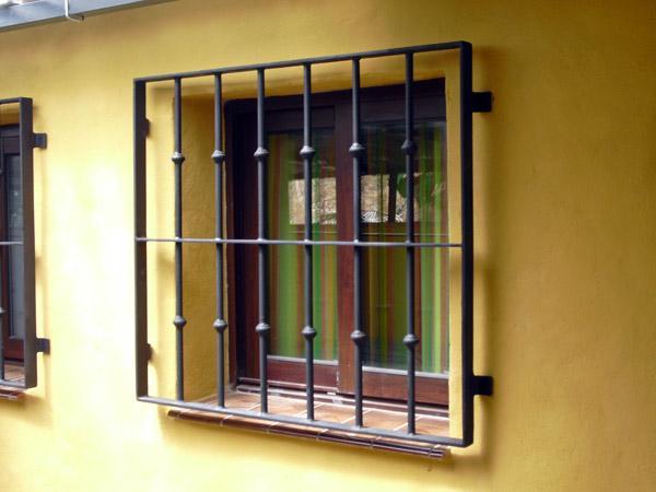 Inferriate di sicurezza per porte finestre e - Protezione per finestre ...
